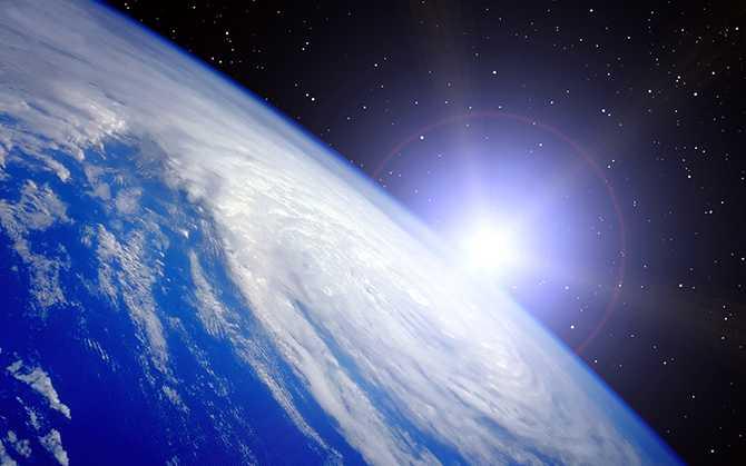 светило в космосе